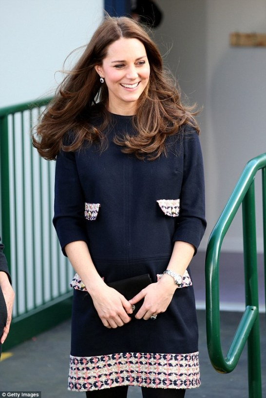 24B9631500000578-2913271-LONDON_ENGLAND_JANUARY_15_Catherine_Duchess_of_Cambridge_smiles_-a-44_1421414001464