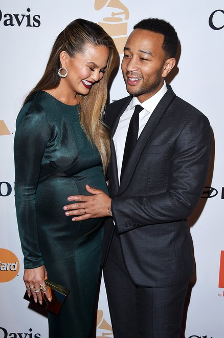 chrissy-teigen-and-john-legend-give-birth