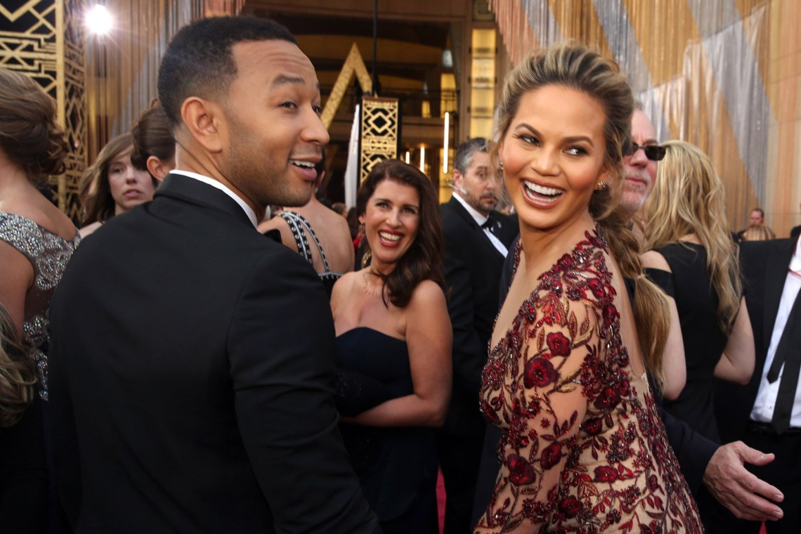 chrissy-teigen-john-legend-1-vogue-3mar16-pa_b.jpg