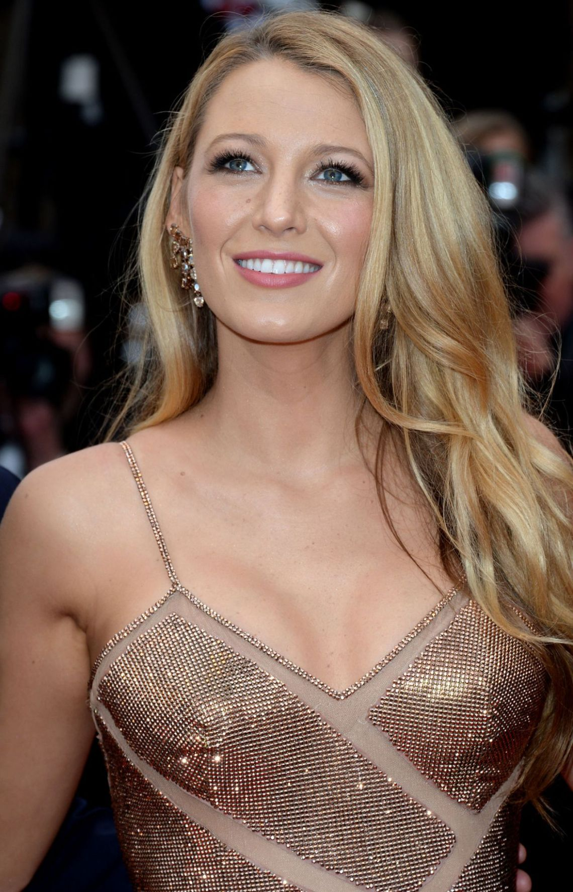 blake-lively-opening-ceremony-and-the-café-society-premiere-2016-cannes-film-festival-1