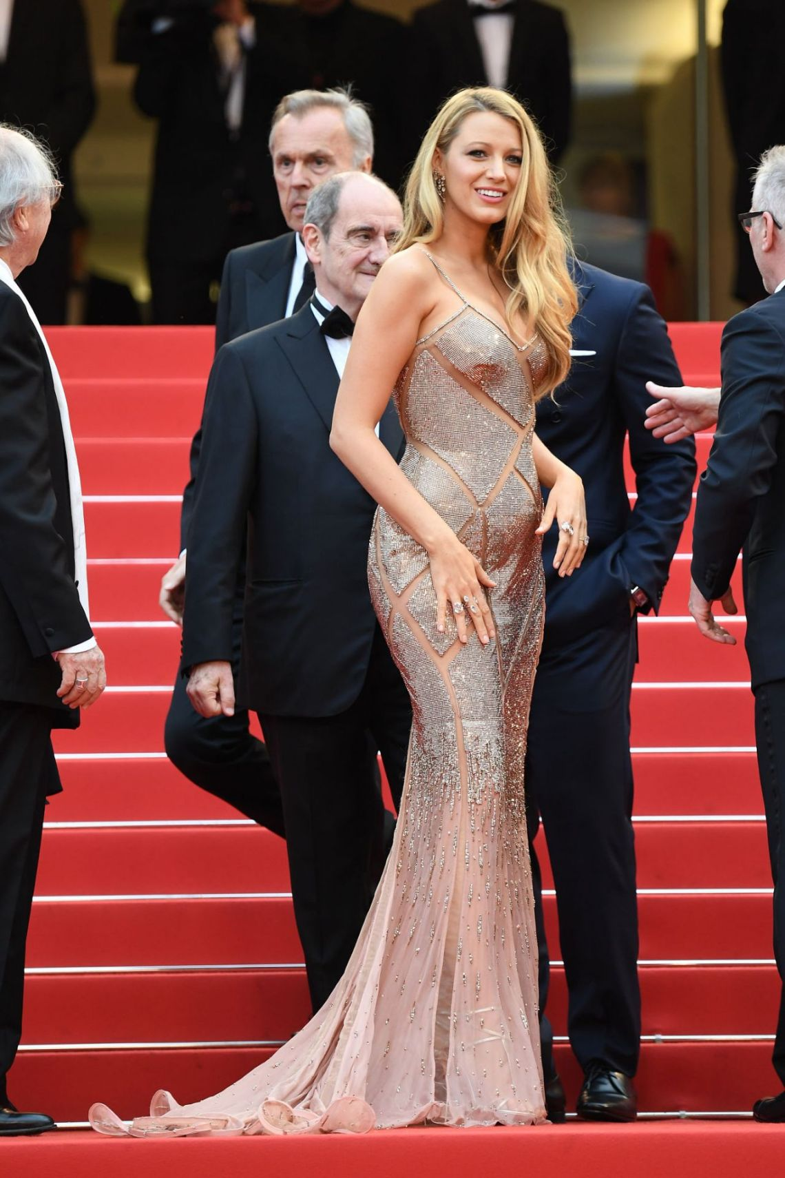 blake-lively-opening-ceremony-and-the-café-society-premiere-2016-cannes-film-festival-23